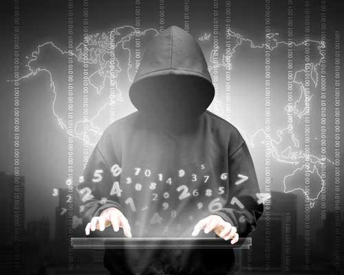 Hacker, die Informationen manipulieren, löschen und klauen